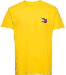 tjm tommy badge tee t-shirts short-sleeved gul tommy jeans