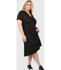 vestido negro minari cruzado plus size