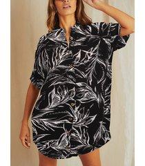blusa de manga corta con cuello clásico tropical de diseño negro