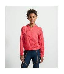 jaqueta corta vento esportiva com capuz e recortes em tela | get over | rosa | p