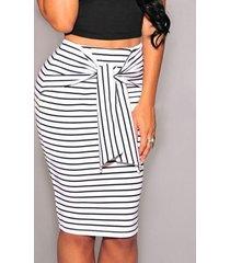 falda de cintura alta con rayas blancas cinturón diseño