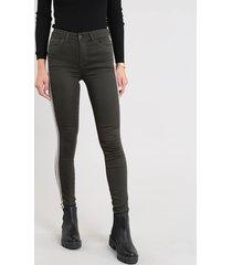 calça de sarja feminina super skinny com faixa lateral verde militar