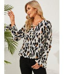 blusa con mangas acampanadas delanteras cruzadas de leopardo yoins