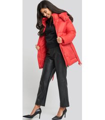 na-kd belted puff jacket - red
