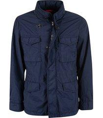 toggle-locked concealed jacket