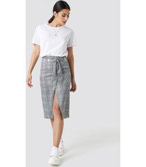 na-kd trend eyelet wrap checkered skirt - grey