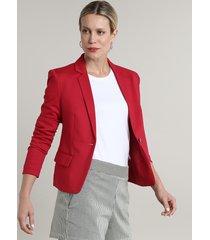 blazer feminino básico com bolsos e botão vermelho