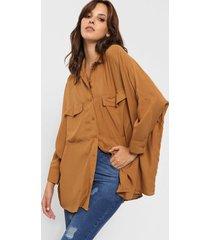 camisa marrón odas oversize cargo