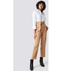 na-kd classic asymmetric belted suit pants - beige