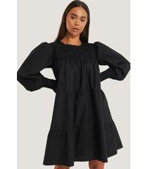 na-kd boho smocked poplin dress - black