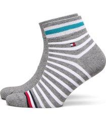 th men quarter 2p collegiate stripe underwear socks regular socks grå tommy hilfiger