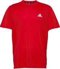aeroready designed to move tee t-shirts short-sleeved röd adidas performance