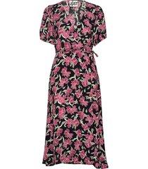 alda wrap dress knälång klänning rosa just female