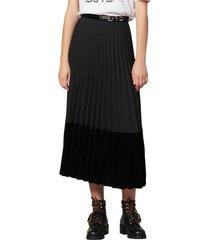 women's sandro velna velvet detail pleated midi skirt, size 1 (fits like 2-4 us) - black