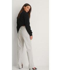 na-kd trend ekologiska jeans med slits i sidan - grey