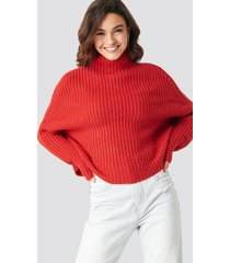 na-kd trend boxy high neck knitted sweater - red