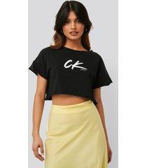calvin klein croppad t-shirt - black