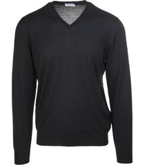 black v-neck man pullover