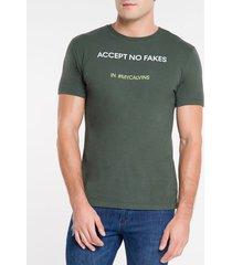 camiseta masculina accept no fakes verde militar calvin klein jeans - pp