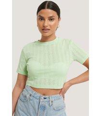 na-kd croppad, ribbad t-shirt med struktur - green