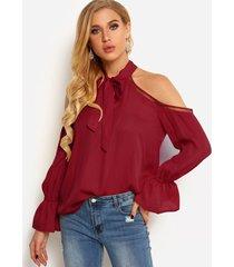 blusas con hombros descubiertos y lazo delantero liso con detalles huecos rojos