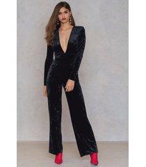 na-kd party velvet jumpsuit - black