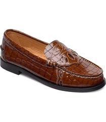 moccasin belly croc loafers låga skor brun ganni