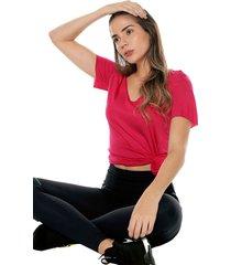 camiseta fucsia colcci fitness