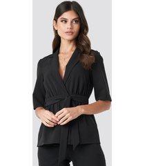 paola maria x na-kd short sleeve tied blazer - black