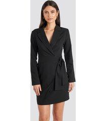 na-kd classic side tie blazer dress - black