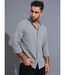 camisa cómoda lisa de cuello alto informal para hombre