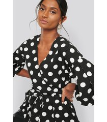 na-kd balloon sleeve drawstring dotted blouse - black,multicolor