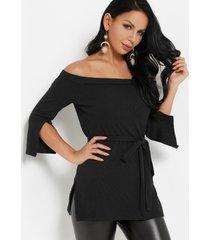 blusa de manga larga con hombros descubiertos diseño negra