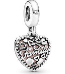"charm pendente ""love makes a family"" (o amor constrói a família) -"
