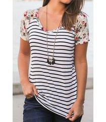 camiseta con estampado de flores al azar de rayas redondas cuello