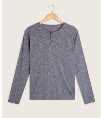 camiseta descanso manga larga con cuello henley