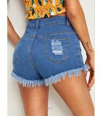 shorts de mezclilla de cintura media con botones azules en la parte delantera