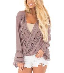 top drapeado delantero cruzado con sobrepelliz rosa malva y detalles de crochet