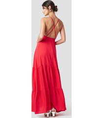 na-kd party cross back flowy maxi dress - red