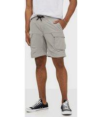 jack & jones jjilife jjcargo shorts akm shorts grå
