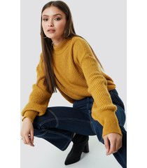 chloé b x na-kd high neck knitted sweater - yellow