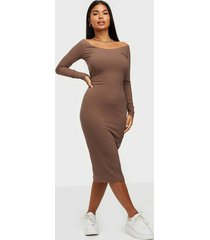 nly trend rib shoulder dress fodralklänningar