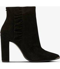 boots frillis