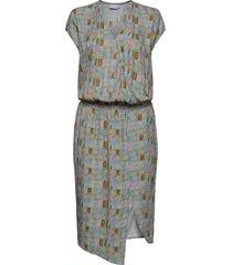 dress w. smock at waist knälång klänning multi/mönstrad coster copenhagen