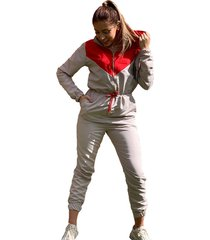 overol impermeable beige con rojo