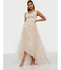 dolly & delicious v neck flower maxi dress maxiklänningar