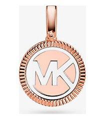 mk ciondolo con logo in argento sterling con placcatura in metallo prezioso - bicolore (argento) - michael kors