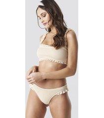 camille botten x na-kd smocked frilled bikini bottom - beige