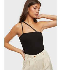 nly trend tight strap top linnen