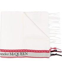 alexander mcqueen logo-tape fringe-hem scarf - white